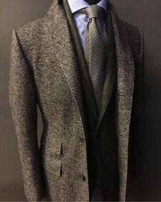 The Gentleman's Guide: Master Winter Layering With These 6 Items Mens Fashion 2018, Mens Fashion Blog, Men's Fashion, Stylish Coat, Stylish Mens Outfits, Tweed Run, Elegant Man, Men Formal, Sharp Dressed Man
