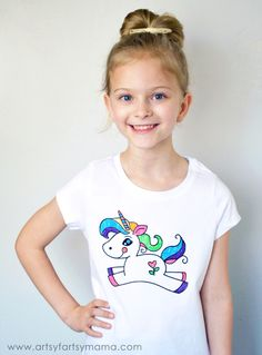 DIY Unicorn Coloring Tshirt from Artsy Fartsy Mama Crafts For Kids To Make, Easy Crafts, Kids Crafts, Kids Diy, Cool Diy, Homemade Bookmarks, Diy Adult, Unicorn Crafts, Diy Papier
