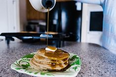 These delicious and mouthwatering blender oatmeal pancakes are rich with healthy and nutritious ingredients make them one powerful pancake! Oatmeal Pancakes, Meal Prep, Healthy Living, Brunch, Yummy Food, Favorite Recipes, Healthy Recipes, Meals, Vegan