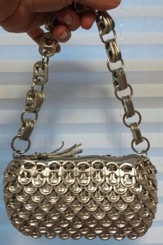 """New bag """" The Katie"""" recycled soda tab bag. Soda Tab Crafts, Can Tab Crafts, Tape Crafts, Pop Top Crafts, Pop Can Tabs, Soda Can Art, Soda Tabs, Recycle Cans, Bottle Cap Art"""