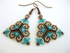 Peyote Earrings / Peyote Triangle Earrings / by MadeByKatarina Peyote Beading, Beaded Earrings, Beaded Choker, Crochet Earrings, Beadwork, Seed Bead Jewelry, Seed Bead Earrings, Seed Beads, Diy Earrings