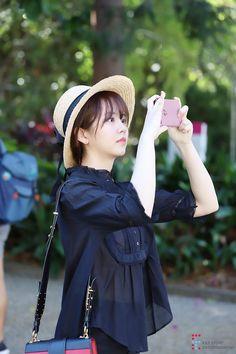 [김소현] '독보적 분위기'란 이런 것! 김소현의 코스모폴리탄 화보 비하인드♥ : 네이버 포스트 Cute Girl Image, Cute Girl Photo, Korean Actresses, Korean Actors, Blackpink Fashion, Korean Fashion, Gu Hye Sun, Kim Son, Kim So Hyun Fashion