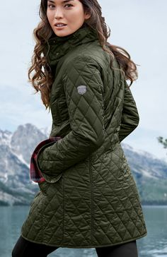 Women's Year-Round Field Coat | Light enough for spring and summer, yet warm enough to take you comfortably into the field in winter. Quilted polyester shell with ThermaFill® synthetic insulation that retains its insulating power even in damp conditions.