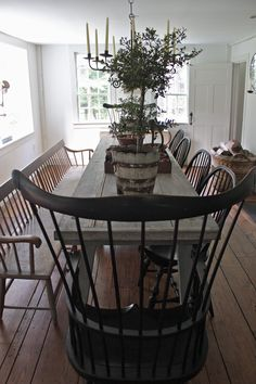 Get the modern farmhouse dining room decor ideas from the table, lighting, chairs, and more. Dining Room Design, Dining Room Decor, Country Style Dining Room, Country Dining Tables, Dining Room Chairs, Country Dining, Country Living Room, Farmhouse Dining Rooms Decor, Home Decor