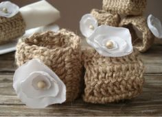 Crochet napkin rings- Set of 6, Rustic wedding decor, White silk flower,Shabby chic wedding  by:-vendecor