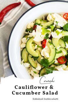 Kukkakaali-kurkkusalaatti on ihanan rapsakkaa, raikkaan makuista ja valmistuu hetkessä.   Kukkakaali-kurkkusalaatti sopii lisukkeeksi mille tahansa ruualle. Kaikki rakastaa raakaa kukkakaalia.   #salaatti #salad #cucumber #kurkku Cucumber Salad, Cauliflower Recipes, Zucchini, Soups, Salads, Lunch, Dinner, Vegetables, Healthy