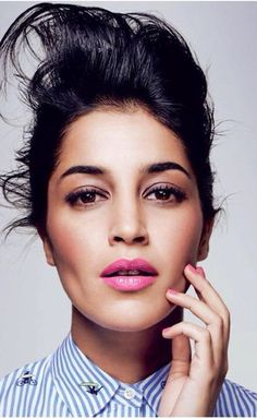 Leïla Bekhti with pink lips & nails