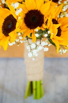 Sunflowers and baby's breath for the bridal bouquet. Kira + Kevin 's Wedding Photo By Allison Wonderland Photographie