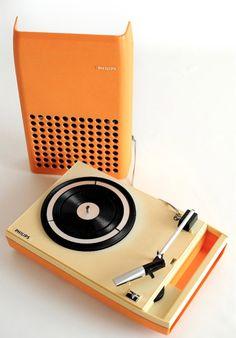 vintage orange turntable from Philips Radios, Retro Vintage, Vintage Designs, Vintage Music, Vintage Stuff, Portable Record Player, Home Music, Nostalgia, Childhood