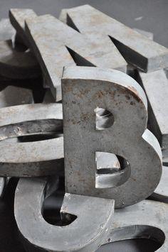 The B is the only letter left standing. Le Vide Grenier d'une Parisienne : Lettres en zinc