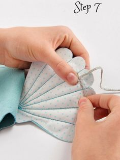 Pin lurex ribbon to both ends of cotton piece and sew in place by hand. Sewing Blogs, Sewing Kit, Free Sewing, Diy And Crafts Sewing, Crafts To Sell, Sewing Elastic, Needle Book, Leather Pieces, Shells