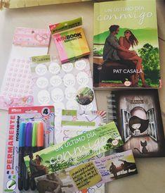"""Inés en Instagram: """"Libro viajero recibido #lecturasconjuntas #autoraamiga @patcasala #leoycomparto #lalocadelaspapelerías #marcapáginas #dedicados…"""""""