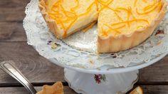 Feine Tarte mit einer Füllung aus Orange, Kondensmilch, Zucker und Ei: Orangenkuchen | http://eatsmarter.de/rezepte/orangenkuchen-21