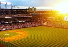 As the sun was setting behind the mountains we sat near the rooftop on marked seats at exactly mile high ate hot dogs and cheared the players - @rockies vs @braves - through two home runs. // Vaikka et tietäisi mitään baseballista kannattaa käydä katsomassa peliä USA-reissulla. Halvimmat liput ovat yleensä noin $10 ja näissä yleisötapahtumissa tiivistyy jotain niin amerikkalaista.  #baseball #coorsfield #denver #visitdenver #colorado #visitcolorado #coloradolive #cometolife #coloradoliving…
