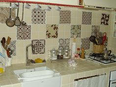 Kitchen cornes with full view vintage maiolics composition