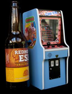 Working Donkey Kong arcade cabinet that fits in your pocket