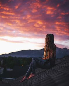 42 Ideas photography girl lonely posts for 2019 Lonely Girl Photography, Alone Photography, Girl Photography Poses, Sunset Photography, Creative Photography, Ft Tumblr, Photos Tumblr, Alone Girl, Shadow Photos