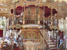 Avignon - Place de l'Horloge - merry-go-round