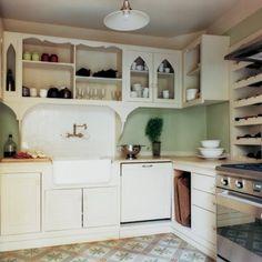 cuisine comme un office en blanc avec timbre doffice et placards en ogive - Cuisine Vert Eau