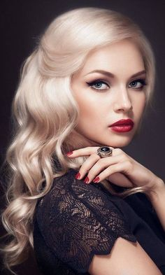 Are you looking for a vintage, alluring style? Take notes from this gorgeous model. Her subtle beauty is mysterious and attractive. We love her red lip and soft smokey eye. Tag a friend who loves this style!  #vintage #gorgeous #makeup #bride