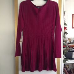 ❗️Final Sale❗️Daisy Fuentes Sweater Dress Daisy Fuentes sweater dress with long sleeves. It is a size large and it's in a beautiful berry wine color. Daisy Fuentes Dresses