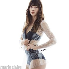 L'actrice Jessica Biel porte le blazer Emporio Armani avec…