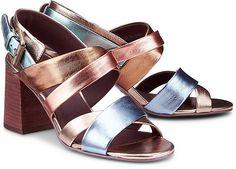 Diese Sandaletten von See by Chloé sorgen für glamouröse Auftritte. Die überkreuzten Riemchen und die trendige Multicolor-Optik mit Metallic-Effekt versprüht individuellen Charme.