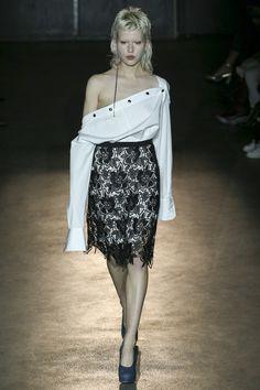 Lutz Huelle Spring 2017 Ready-to-Wear Collection Photos - Vogue