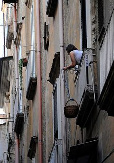 Woman lowering a basket from her balcony, Naples Italian Life, Italian Style, Sorrento, All About Italy, Capri Island, Monuments, Underground Cities, Milan, Urban Life