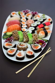 I love eating out and trying new foods. One of my favourites is sushi.I'd love to visit Japan one day. I love eating out and trying new foods. One of my favourites is sushi.I'd love to visit Japan one day. Sushi Love, My Sushi, Sushi Lunch, Sushi Set, Sushi Recipes, Asian Recipes, Sushi Comida, Sushi Platter, Sushi Party