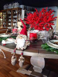 Allestimento tavola natalizia.