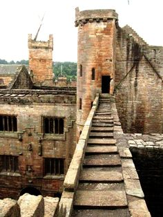 Linlithgow Palace, near Edinburgh, birth place of Mary Queen of Scots. A beautiful palace. http://www.undiscoveredscotland.co.uk/linlithgow/linlithgowpalace/