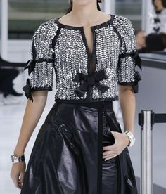 Karl Lagerfeld took the RTW Paris Fashion Week runway back to the days when air travel was a luxury experience to dress for. Chanel Couture, Couture Fashion, Runway Fashion, Paris Fashion, Chanel Fashion, Chanel Runway, Daily Fashion, Trendy Fashion, High Fashion