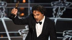 Le réalisateur Alejandro González Iñárritu sur la scène des Oscars, à Los Angeles (Etats-Unis), le 22 février 2015. | ROBYN BECK / AFP