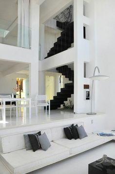 treppengestaltung luxuriös weißer wohraum schwarze treppe