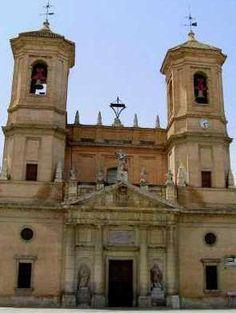 Fachada de la iglesia de la Encarnación.