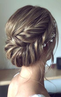 44 Messy updo hairstyles - The most romantic updo to get an elegant look Side Bun Hairstyles, Wedding Hairstyles For Medium Hair, Up Dos For Medium Hair, Romantic Hairstyles, Dance Hairstyles, Bride Hairstyles, Medium Hair Styles, Long Hair Styles, Bridesmaid Hairstyles