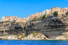 Bonifacio (França) - Situada no ponto mais ao sul da ilha de Córsega, a cidade de Bonifacio e suas c... - Shutterstock