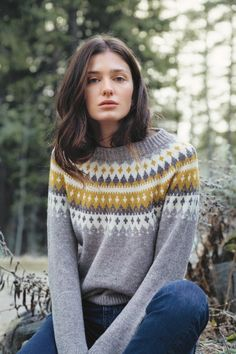 Ravelry: Varde rundfelt damegenser pattern by Rauma Designs Fair Isle Knitting Patterns, Sweater Knitting Patterns, Jules Supervielle, Ravelry, Norwegian Style, Nordic Sweater, Dere, Girls Sweaters, Knit Sweaters