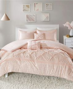 Shop for Intelligent Design Everly Blush/ Gold Metallic Comforter Set. Get free delivery at Overstock - Your Online Kids', Teen, & Dorm Bedding Store! Get in rewards with Club O! Bedroom Sets, Home Decor Bedroom, Bedroom Furniture, Cozy Bedroom, Modern Bedroom, Master Bedroom, Furniture Nyc, Cheap Furniture, Master Suite