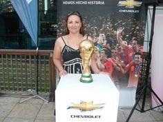 CliC con la Copa del Mundo, España 2010
