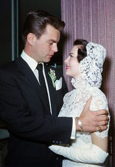 When she wed Robert Wagner in 1957, Natalie Wood looked stunning and of-the-moment in a face-framing lace hood, white cocktail dress and ballet flats.