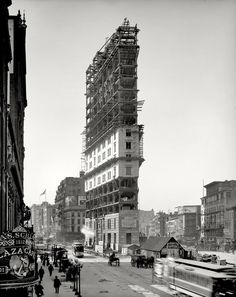 Times Building under construction, Times Square, New York, Vintage Photo -the start of times sq. Vintage New York, Retro Vintage, Times Square New York, New York Times, Ny Times, Old Pictures, Old Photos, Random Pictures, New York Pictures