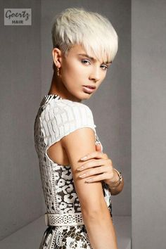 Haarschnitt kurze haare short-disconnected-hairstyle-with-layers-side Where Short Blonde Pixie, Funky Short Hair, Very Short Hair, Short Hair With Bangs, Short Hair With Layers, Short Hair Cuts For Women, Short Hairstyles For Women, Cool Hairstyles, Short Hair Styles