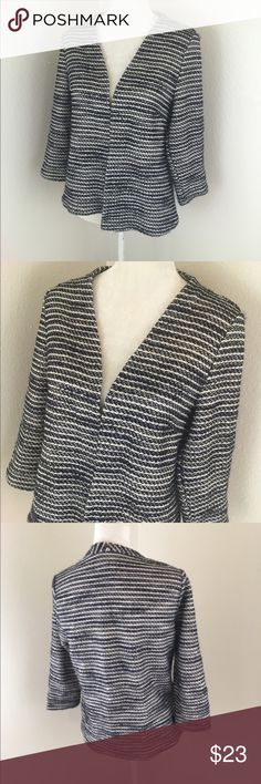H&M Blue & White Knit Open Front 3/4 Sleeve Blazer H&M Knit 3/4 sleeve blue, black and white variegated knit open front Cardigan blazer. Lightly used condition. Length 24 inches H&M Jackets & Coats Blazers