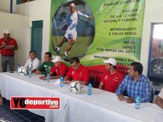 Presentación de la escuelita de Rodrigo el Pony Ruiz en la ciudad de Lerdo Durango con presencia del Alcalde Luis De Villa