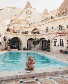 Local Cave House Are you visiting Cappadocia and looking for the best cave hotels? Here's a list of the best Cappadocia Cave Hotels with a view! Places To Travel, Travel Destinations, Places To Visit, Turkey Destinations, Travel Tips, Travel Hacks, Travel Deals, Travel Advisor, Travel Checklist