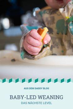 Wir wussten, Böhnchen würde sich nicht lange nur mit weich gekochtem Obst und Gemüse zufrieden geben. Gerade als wir uns langsam an das tägliche Chaos gewöhnt hatten, wollte Böhnchen mehr. Immer wenn man sich an etwas gewöhnt hat, folgt die nächste Herausforderung. Es war an der Zeit, unsere Kreativität in sein Essen einzubringen und neue Rezepte zu finden. Baby Led Weaning, Daddy, Dessert, Blog, Breakfast, New Recipes, Fruit And Veg, Morning Coffee, Desserts