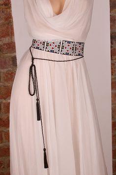 "Romanian ""ia"" in natural silk Folk Fashion, Hijab Fashion, Fashion Dresses, Womens Fashion, Kurta Designs, Caftan Dress, Silk Dress, Pretty Outfits, Pretty Dresses"