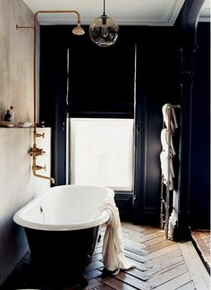 What started off my love affair with black walls in interior design - Jenna Lyons' bathroom featured in Living Etc. a cave I long to cocoon myself in Black Tub, Black Walls, Black White, Black Bathtub, Navy Walls, Black Wood, Dark Grey, White Wood, Matte Black